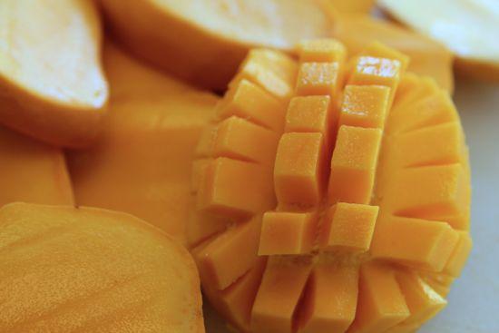dicing mango