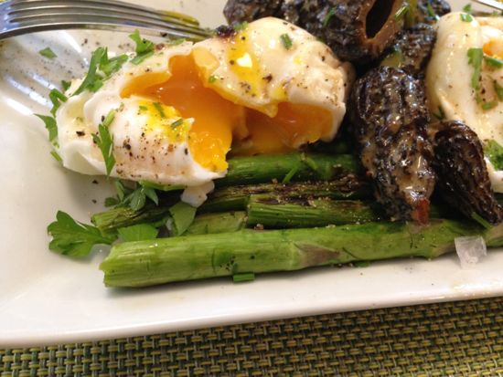 poached egg over asparagus with morels